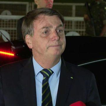 'E daí? Lamento. Quer que eu faça o quê?', diz Bolsonaro sobre mortes por coronavírus; 'Sou Messias, mas não faço milagre'