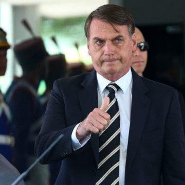 Bolsonaro sanciona com vetos auxílio de R$ 600 mensais a trabalhadores informais
