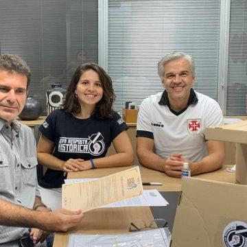 Com fichas até de fora do país, grupo entrega 1.106 assinaturas para votar por eleições diretas no Vasco
