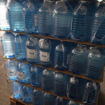 Cervejaria doa 30 mil galões de água potável no Complexo do Alemão, na Zona Norte do Rio