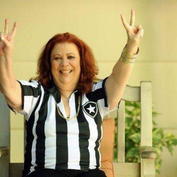 """Um ano sem Beth Carvalho: filha e """"afilhados"""" herdam amor pelo futebol e pelo Botafogo"""