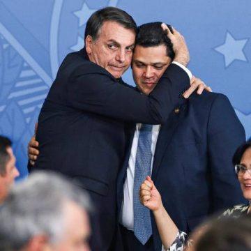 Em café com Alcolumbre, Bolsonaro pede reaproximação com Congresso