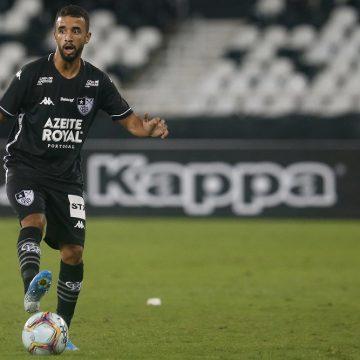 Caio Alexandre indica: em quarentena, volante do Botafogo dá dicas sobre séries, música e mais