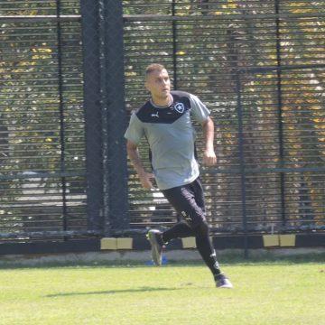 """Lembra dele? Ex-Botafogo, Octávio tenta volta por cima na Bulgária: """"Estou dando tudo de mim"""""""