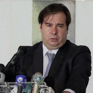 Maia diz que Bolsonaro pode ser responsabilizado se adotar medidas que contrariem OMS