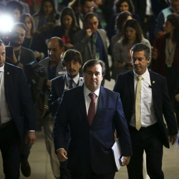 Maia descarta impeachment ou CPI contra Bolsonaro no momento