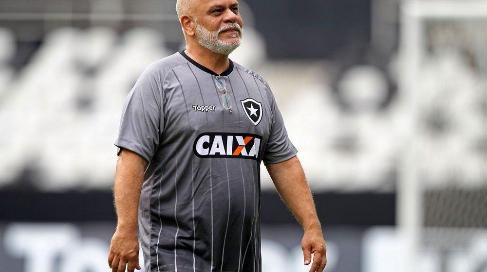 Mensagens, filmes e rotina prazerosa: as sugestões do psicólogo do Botafogo em tempos de pandemia