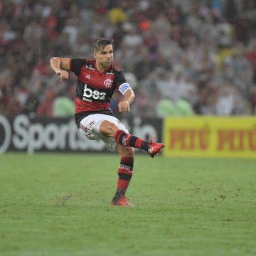 """Diego projeta reinício do Flamengo após paralisação: """"10 dias no limite físico e técnico"""""""