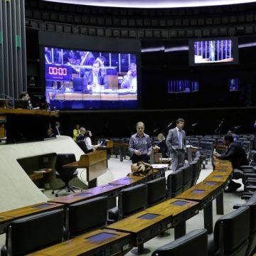 'Orçamento de guerra': emendas que previam redução nos sálarios dos servidores são rejeitadas