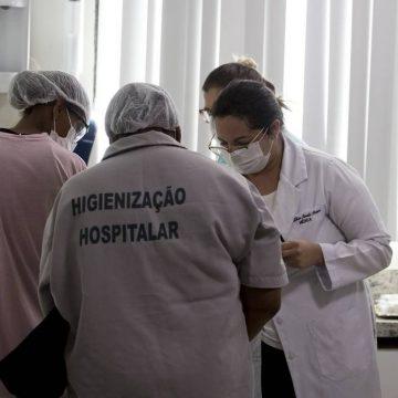 País não tem mais estoque de equipamentos de proteção individual a profissionais de saúde, diz ministério