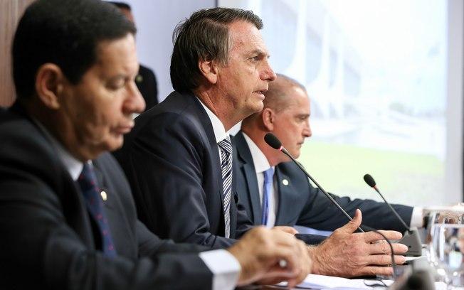 Bolsonaro usou palavrões e fez ameaças de demissão para trocar comando da PF no Rio, dizem fontes que viram vídeo de reunião