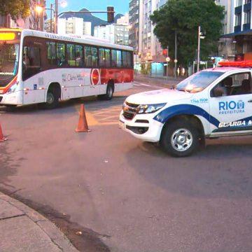 Prefeitura conclui bloqueios parciais em bairros cariocas com grande aglomeração de pessoas
