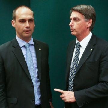 Eduardo fala em ruptura e Bolsonaro diz que há 'algo muito grave com nossa democracia'