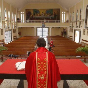 Justiça derruba decreto municipal que permitia realização de atividades religiosas presenciais
