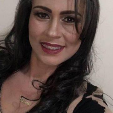 Mulher é morta a facadas pelo ex-namorado na frente da filha