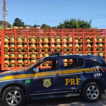 Caminhão com R$ 80 mil em carga de botijões de gás é recuperado em Duque de Caxias