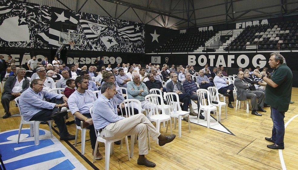 """""""Uma Ferrari no pântano"""", diz Montenegro sobre situação financeira do Botafogo"""