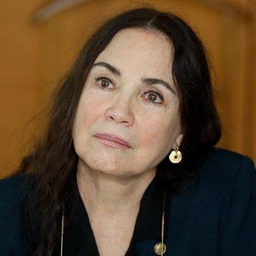 Declarações de Regina Duarte são criticadas por Adriana Esteves, Alice Wegmann, Caetano Veloso, Cauã Reymond e mais de 500 outros artistas; veja lista