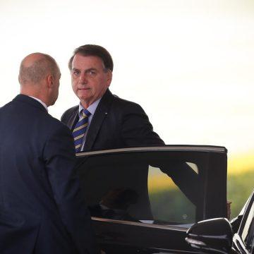 Churrasco anunciado por Bolsonaro é criticado por especialistas; Brasil tem quase 10 mil mortos