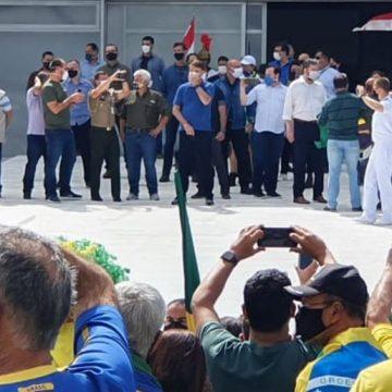 Bolsonaro e pelo menos 11 ministros participam de ato pró-governo no Palácio do Planalto