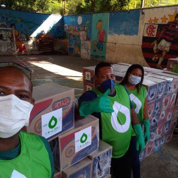 Famílias carentes da comunidade Cerro Corá, no Cosme Velho, recebem 350 cestas básicas doadas pelo Grupo Catarata