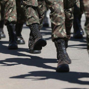 Governo diz que apura se militares receberam auxílio de R$ 600 de forma indevida