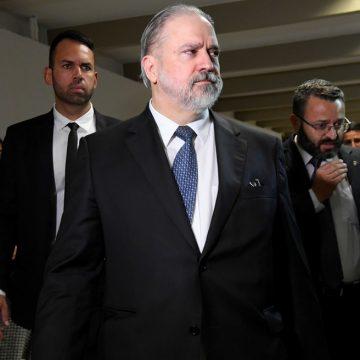Aras quer ouvir Bolsonaro sobre troca na segurança e avalia nova oitiva de Moro