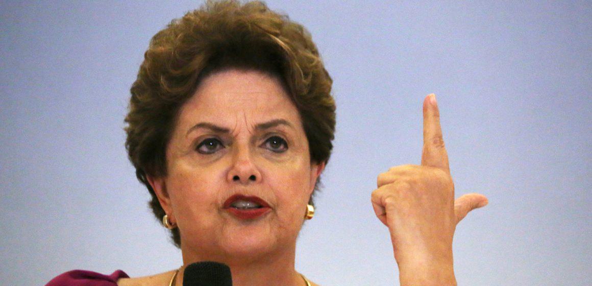 Dilma Rousseff: 'Bolsonaro zomba dos mortos e desonra a cadeira da Presidência'