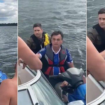 Bolsonaro sai sem máscara e passeia de moto aquática no DF