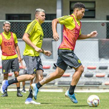 Na prateleira! Flamengo visa liberação de jovens para dar rodagem e aliviar a folha salarial