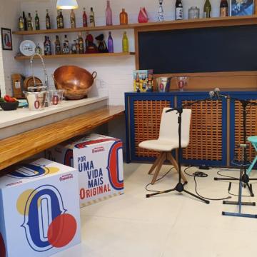 Em movimento de apoio aos sambistas, Cerveja Original traz as famosas rodas de samba para dentro de casa