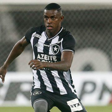 Botafogo anuncia renovação de contrato até o fim de 2023 com o zagueiro Marcelo Benevenuto