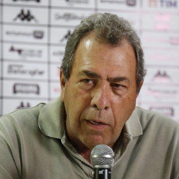 """Montenegro cita """"estupidez"""" nos pedidos de volta do futebol: """"Se houver pressão, o Botafogo não joga"""""""