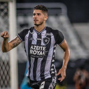 """Pedro Raul, do Botafogo, recorda experiência em Portugal: """"Aprendi que não bastava ser jogador"""""""