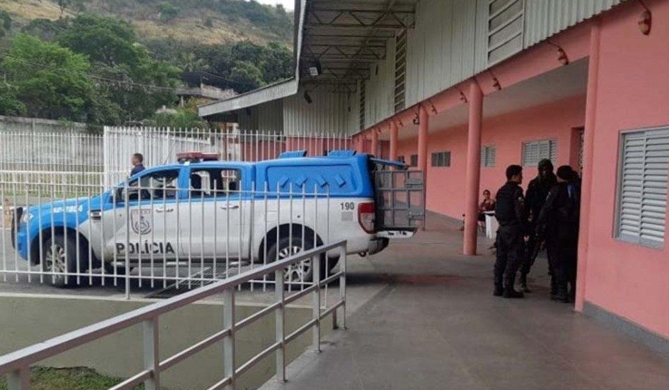 Dois policiais são baleados durante ações em comunidades do Rio
