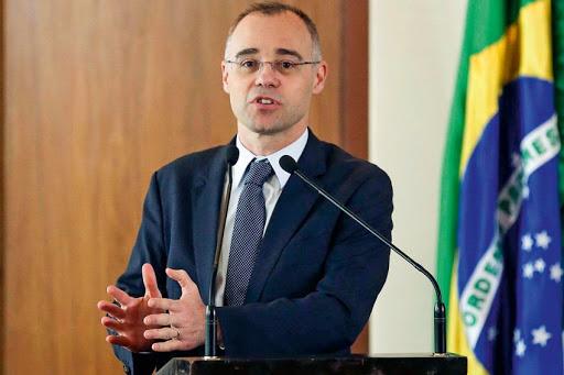 Ministros da Justiça e Saúde revogam portaria de Moro e Mandetta sobre regras de isolamento