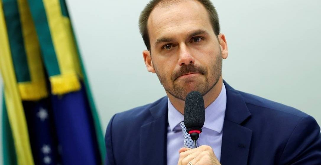 Celso de Mello envia para a análise da PGR petição em que advogado acusa Eduardo Bolsonaro de crime contra a segurança nacional