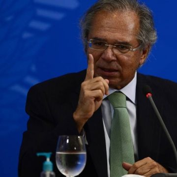 'Vamos ter que suavizar a queda' e eliminar gradativamente o auxílio emergencial, diz Guedes