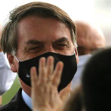 Bolsonaro parabeniza PF por ação que tem o governador do Rio, Wilson Witzel, como alvo