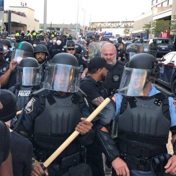 'A única maneira de conseguirmos o que realmente queremos é através da não violência', diz filha de Luther King sobre protestos nos EUA