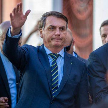 'Gostaria que todos voltassem a trabalhar, mas quem decide são governadores', diz Bolsonaro