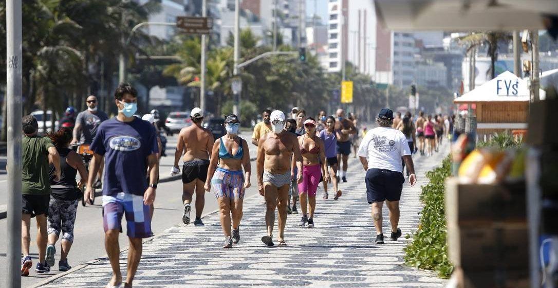 No Brasil, coronavírus afeta mais os jovens: faixa de 20 a 49 anos concentra casos, diz estudo