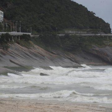 Corpo de homem é encontrado na praia de São Conrado