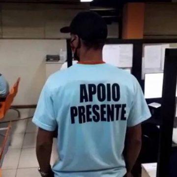 PM e outros 7 milicianos são presos usando camisa com os dizeres 'Apoio Presente' em Bangu