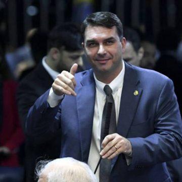 Rachadinha: Policial diz que recebeu R$ 16,5 mil de Flávio Bolsonaro em espécie