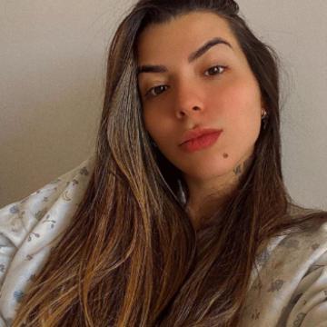 Filha de Maurício Mattar posa nua e reflete: 'Nunca fui comum e nunca quis ser'