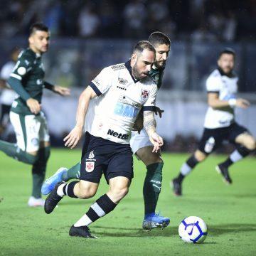 """Preparador do Vasco se diz muito contente com evolução de Bruno César: """"Atleta exemplar"""""""