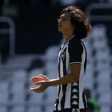 """Joia de 150 gols, Matheus Nascimento assina até 2023 com o Botafogo: """"É a minha casa"""""""