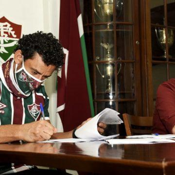 Emoção, assinatura e taças: a chegada de Fred às Laranjeiras, sede do Fluminense, em 9 fotos