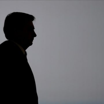 Após prisão de Queiroz, Bolsonaro convoca advogados pessoais para se blindar